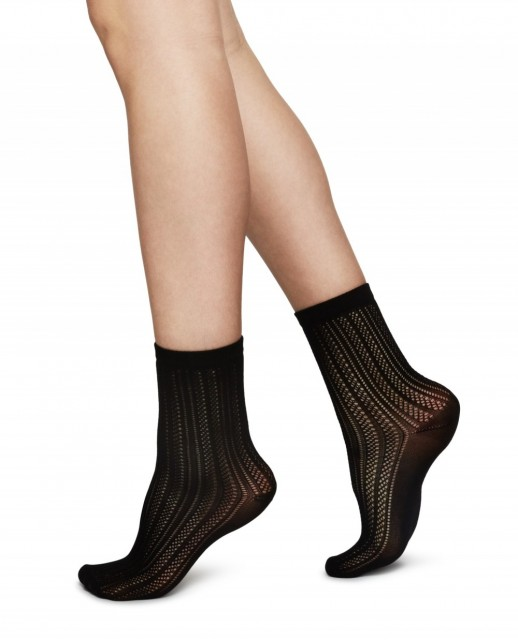 Klara Knit sokker, fargen Black. Foto: Swedish Stockings